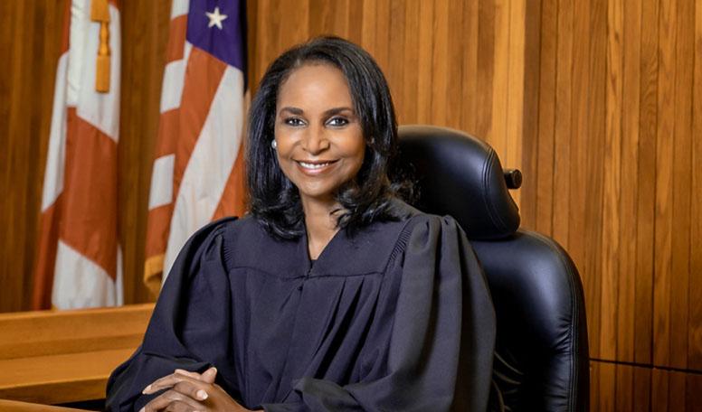수석 판사 Anita M. Josey-Herring